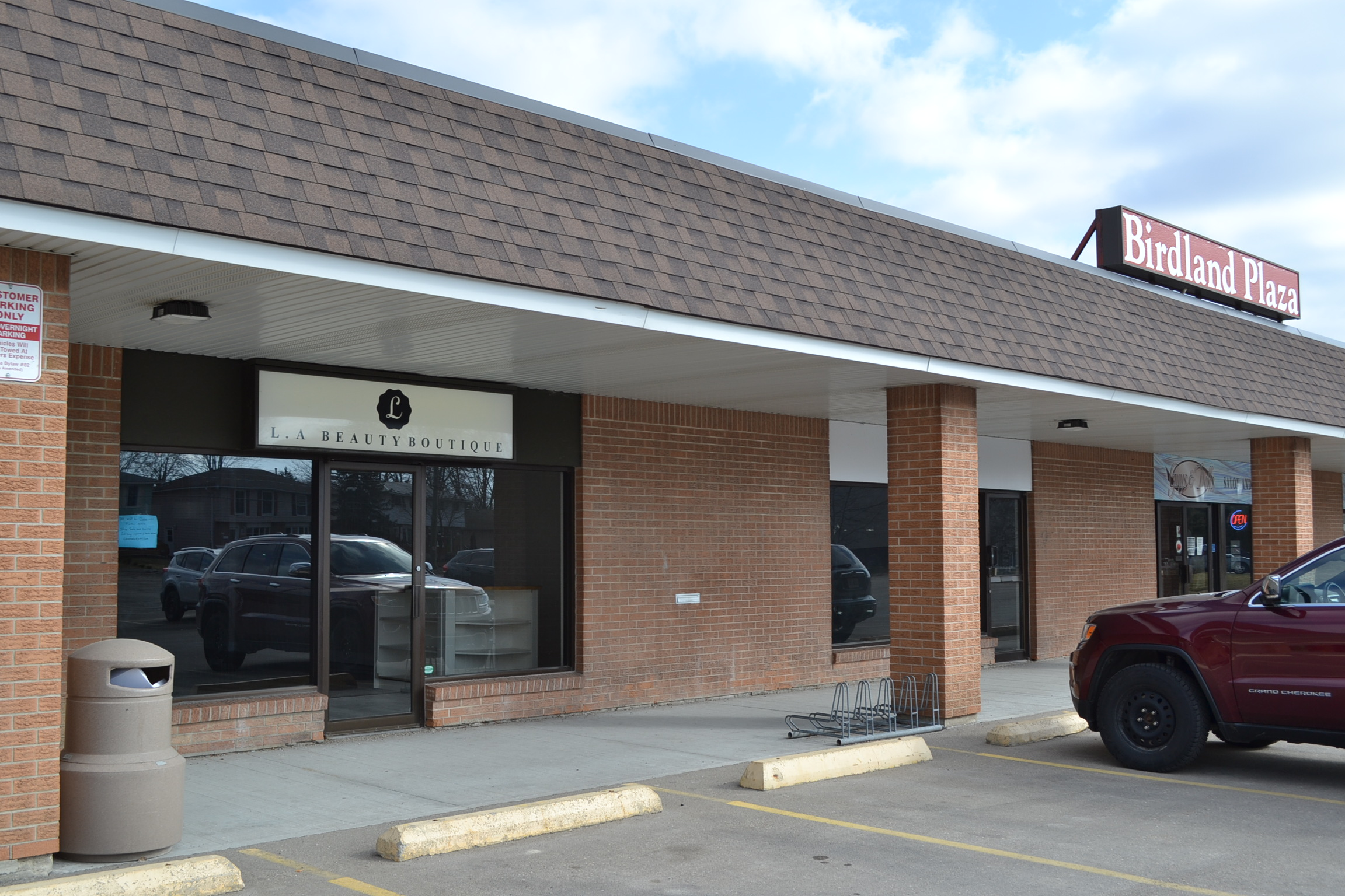 Picture of a property/building at 112 Oriole Pkwy, Birdland Plaza Unit #5.